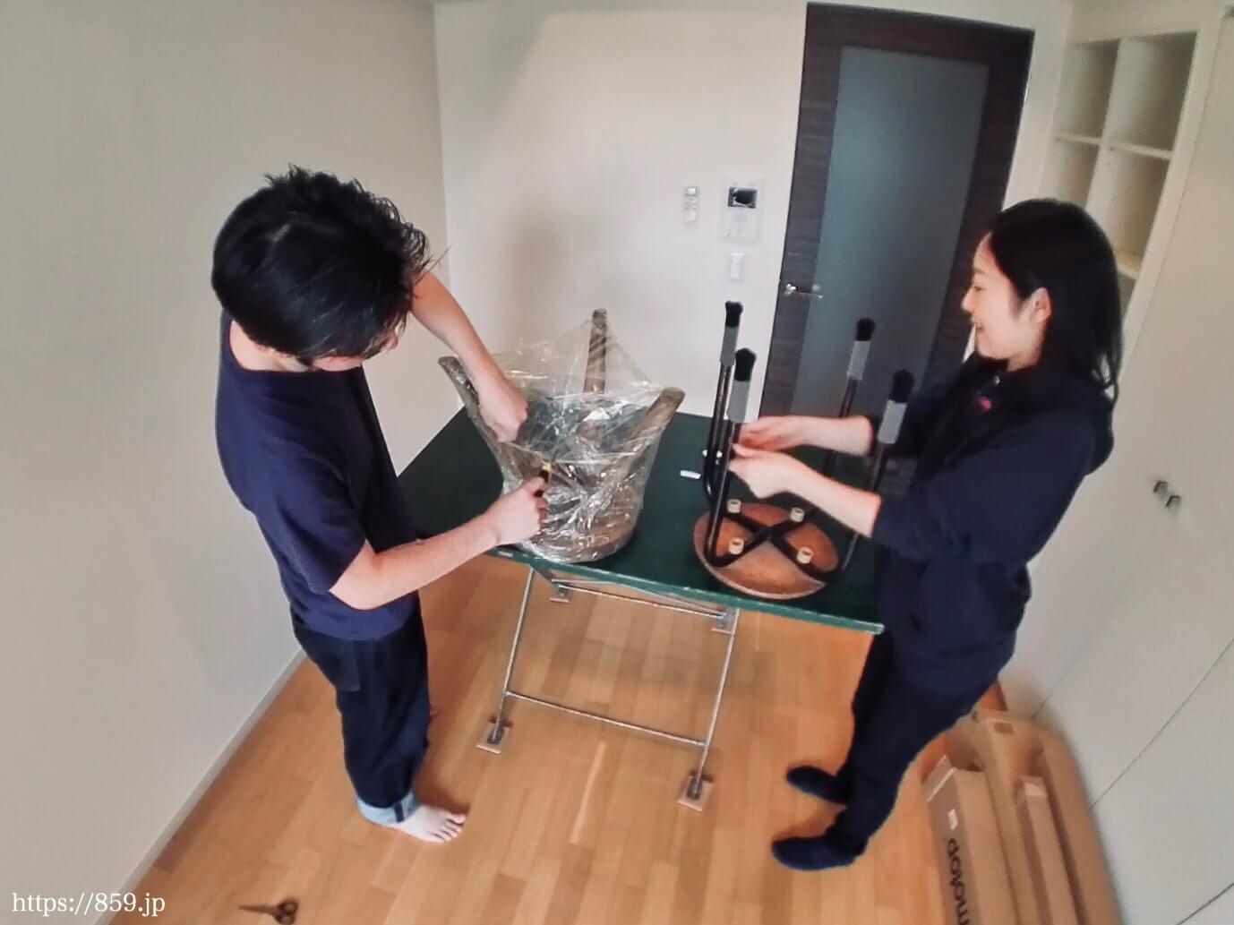 ヨーロッパの古道具、骨董品、古着など、レトロな雰囲気のインテリアや服を探している人におすすめ!札幌PARCO7階grenier(グルニエ)。椅子購入。
